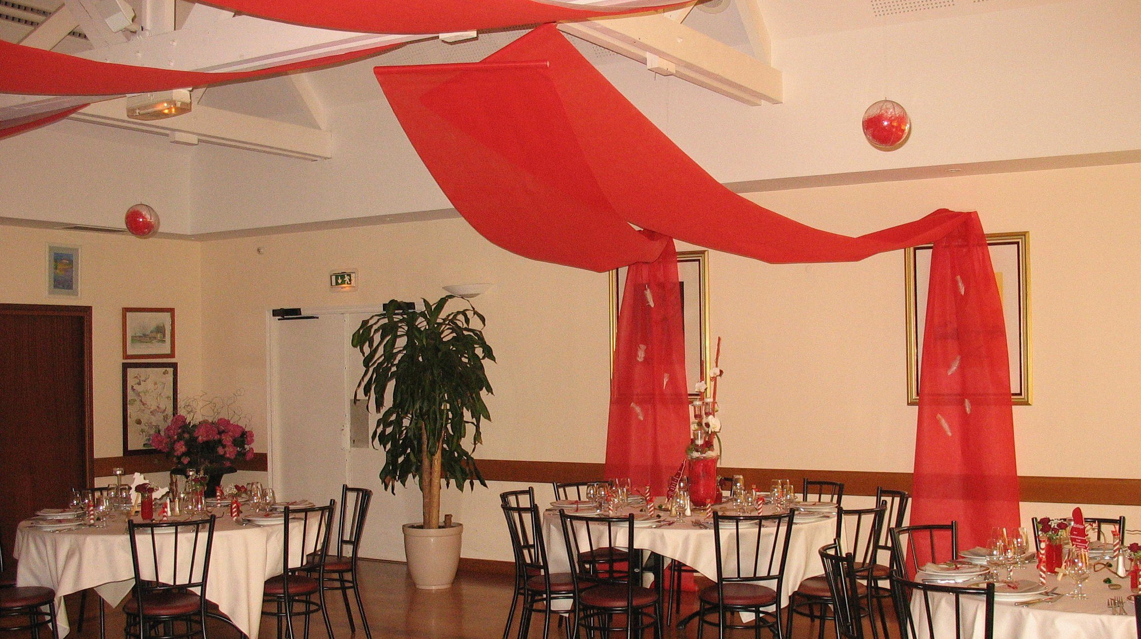 drap rouge - Drap Plafond Mariage